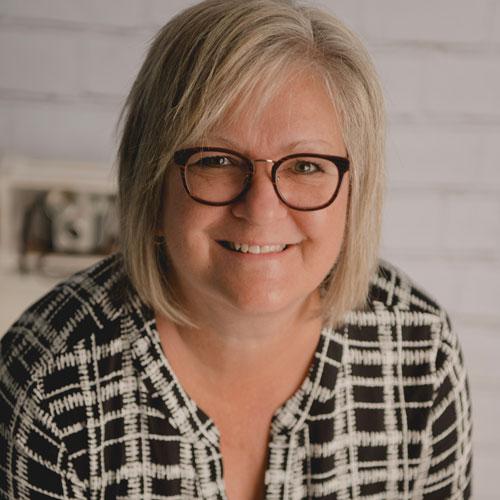 Hélène Gilbert Directrice adjointe aux services spécifiques